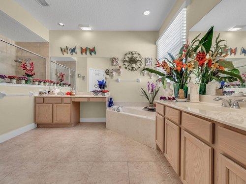 114-Oak-Haven-Cir--DeLand--FL-32720----23---Master-Bathroom.jpg
