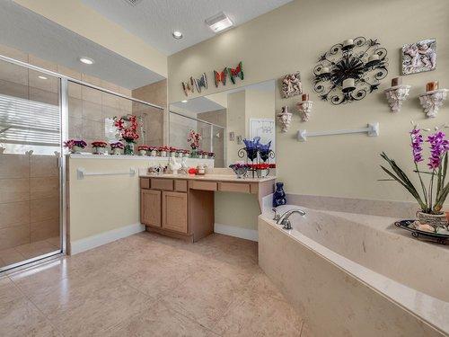 114-Oak-Haven-Cir--DeLand--FL-32720----24---Master-Bathroom.jpg