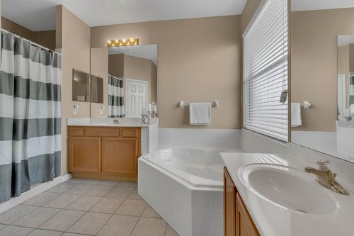 126-Blue-Stone-Cir--Winter-Garden--FL-34787----26---Master-Bathroom.jpg