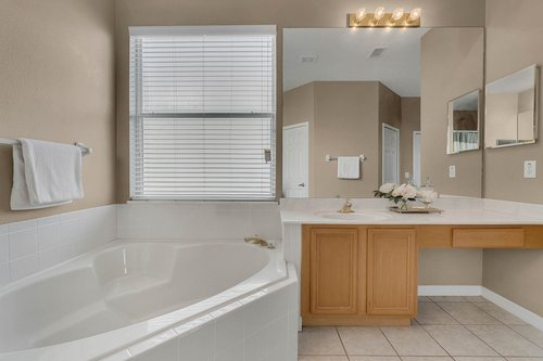 126-Blue-Stone-Cir--Winter-Garden--FL-34787----27---Master-Bathroom.jpg