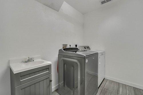 126-Blue-Stone-Cir--Winter-Garden--FL-34787----34---Laundry.jpg