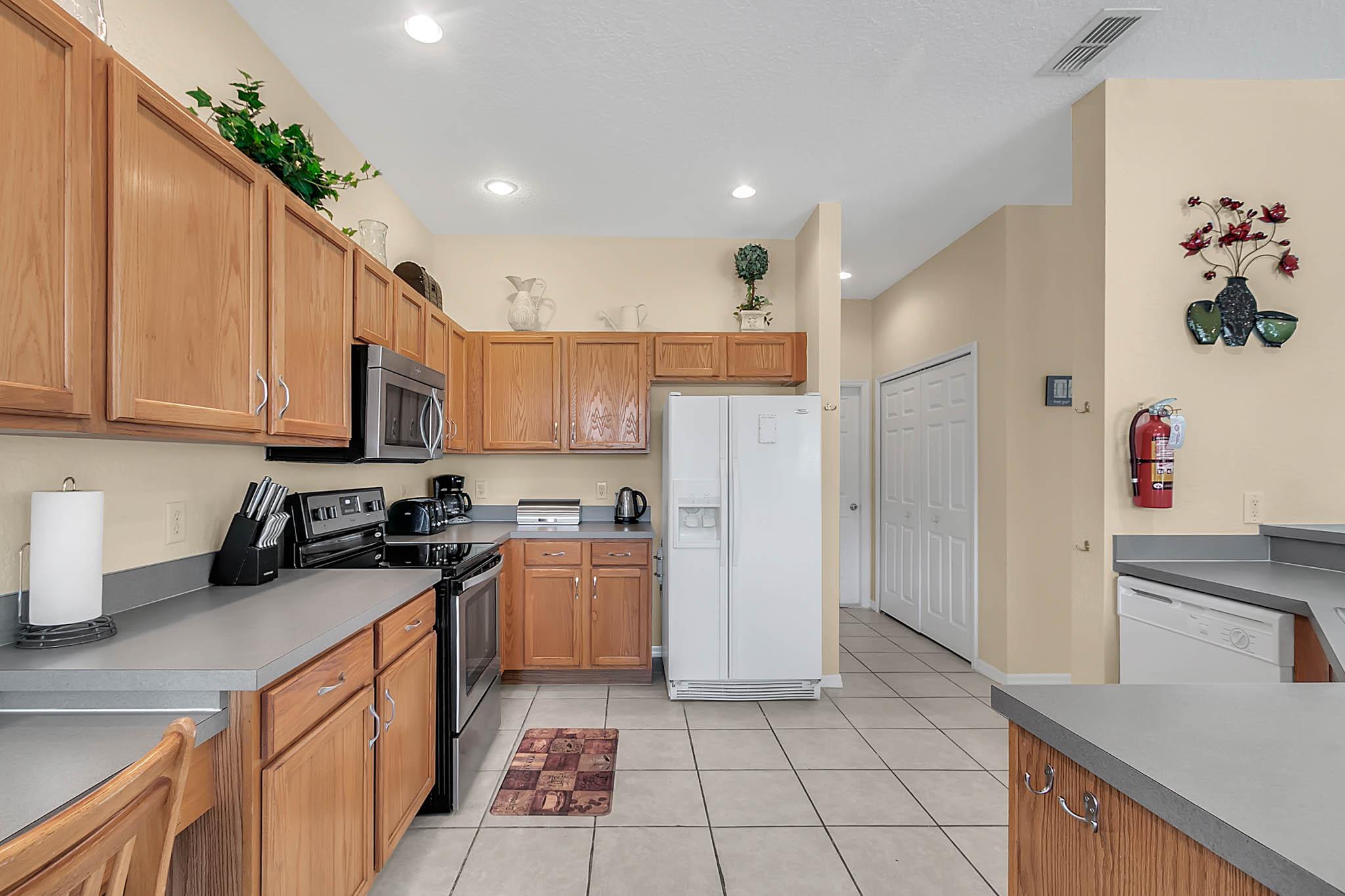 229-N-Hampton-Dr--Davenport--FL-33897----12---Kitchen.jpg