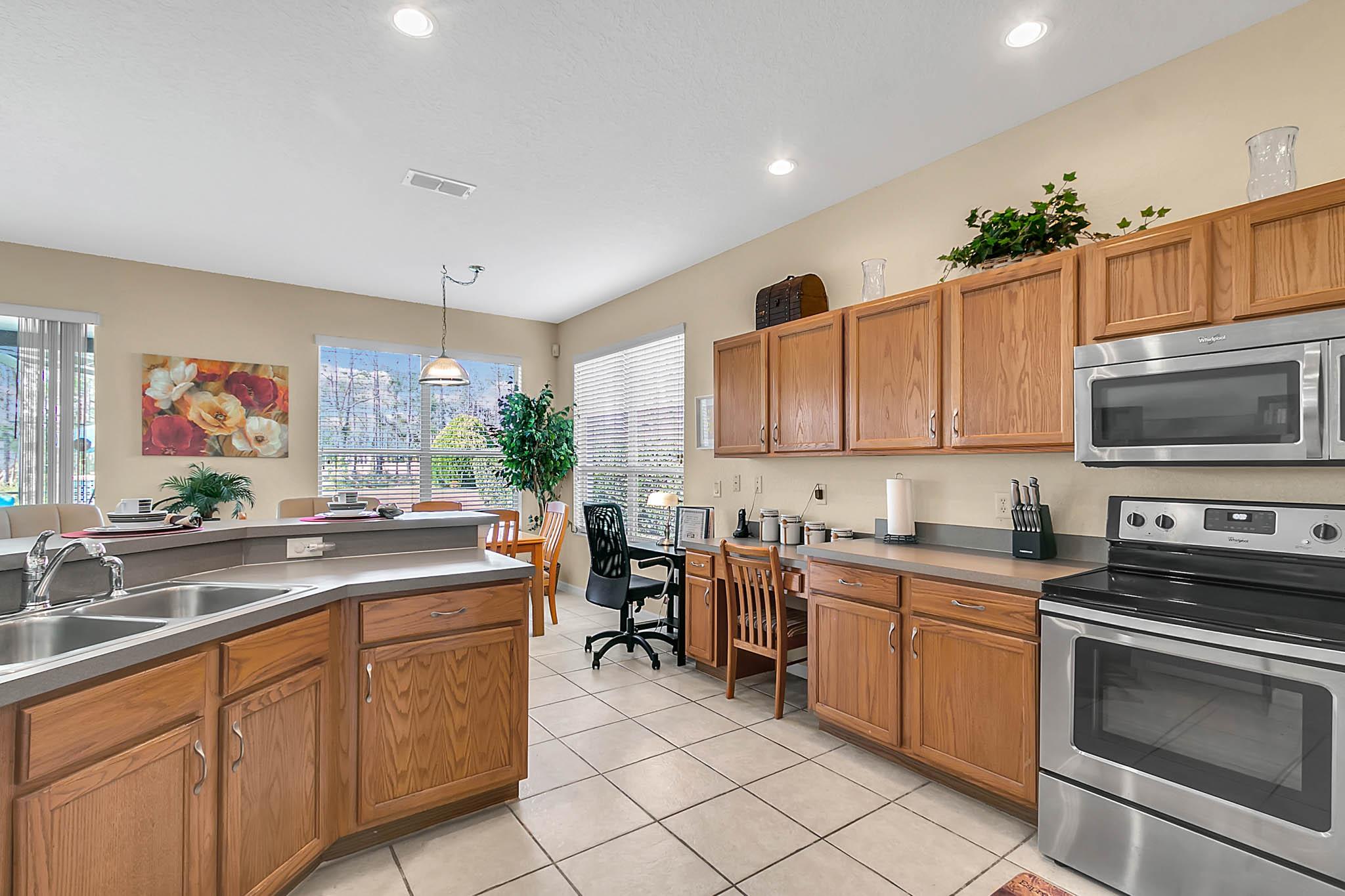 229-N-Hampton-Dr--Davenport--FL-33897----13---Kitchen.jpg