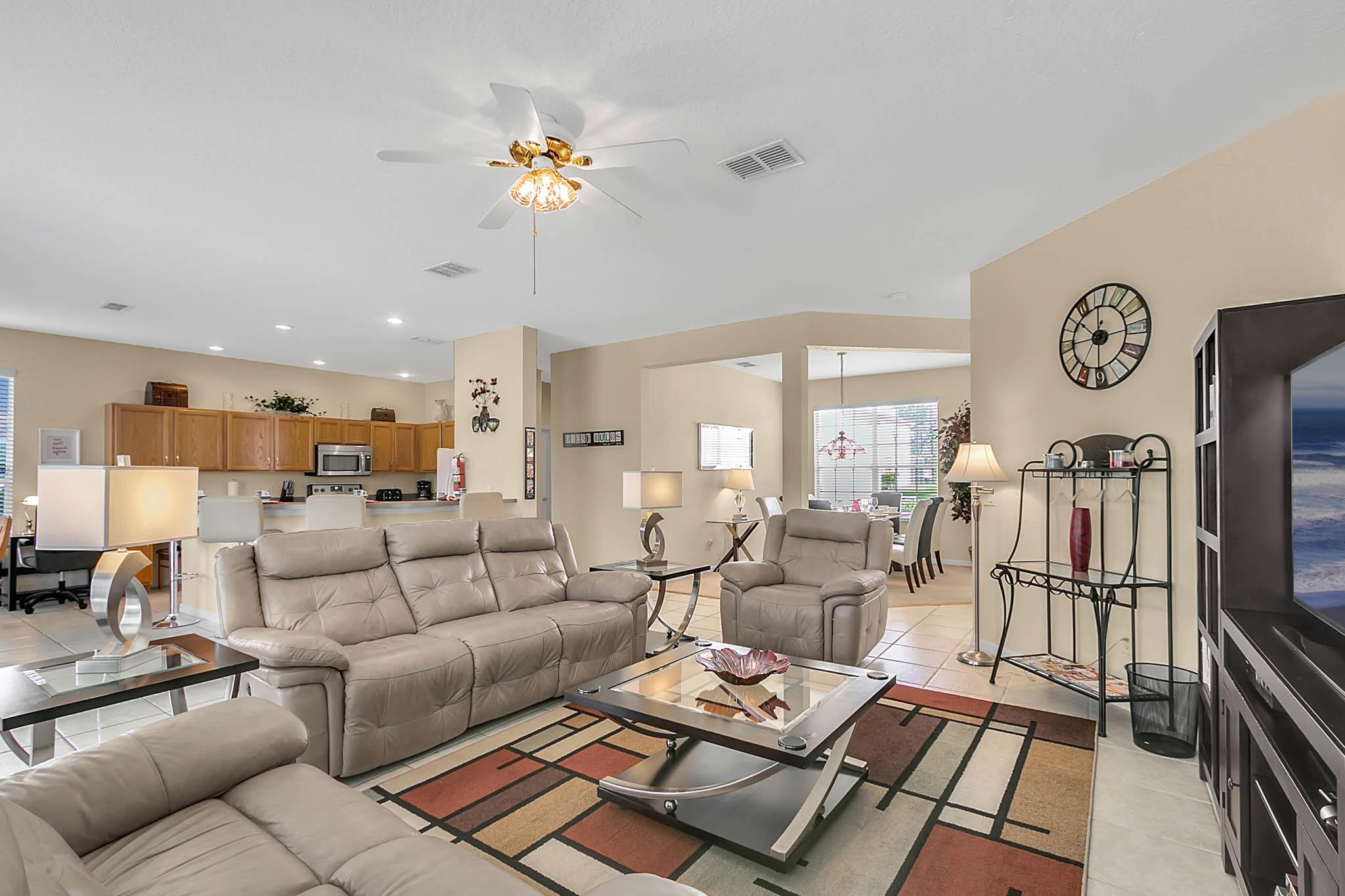 229-N-Hampton-Dr--Davenport--FL-33897----16---Family-Room.jpg