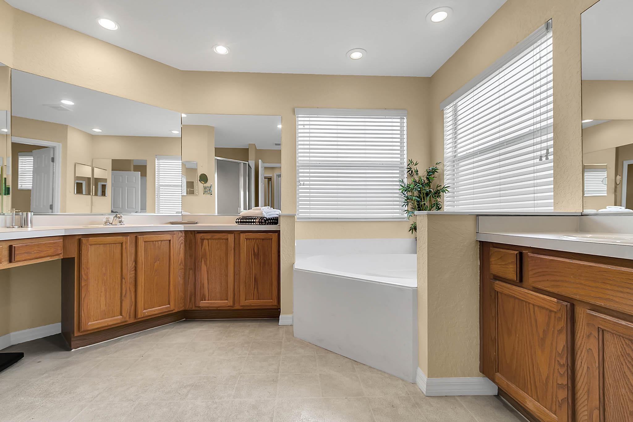 229-N-Hampton-Dr--Davenport--FL-33897----20---Master-Bathroom.jpg