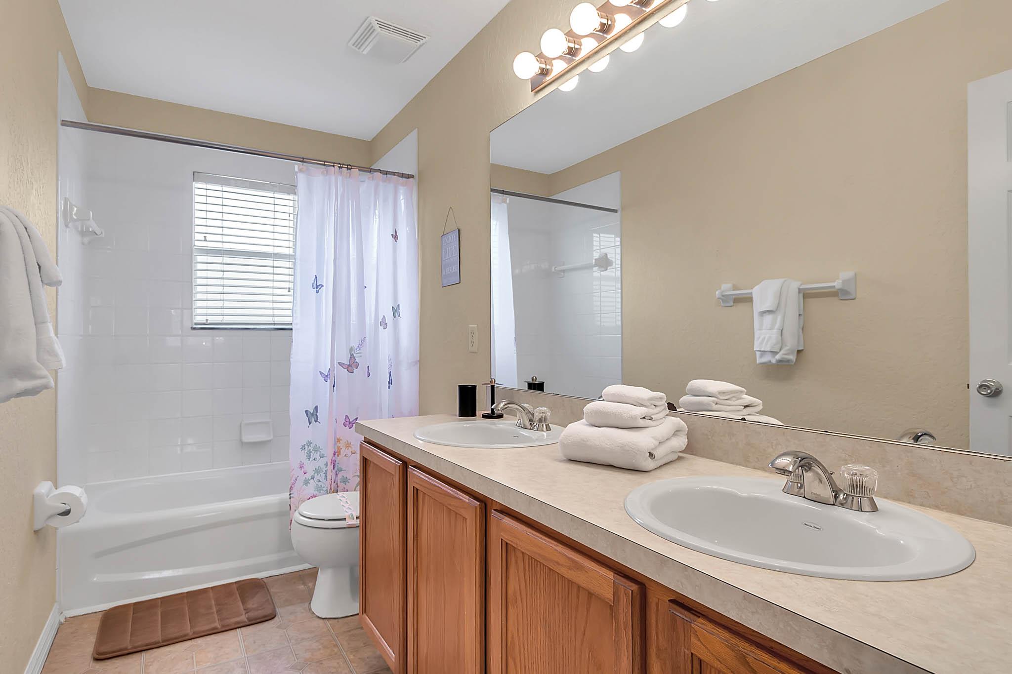 229-N-Hampton-Dr--Davenport--FL-33897----25---Bathroom.jpg