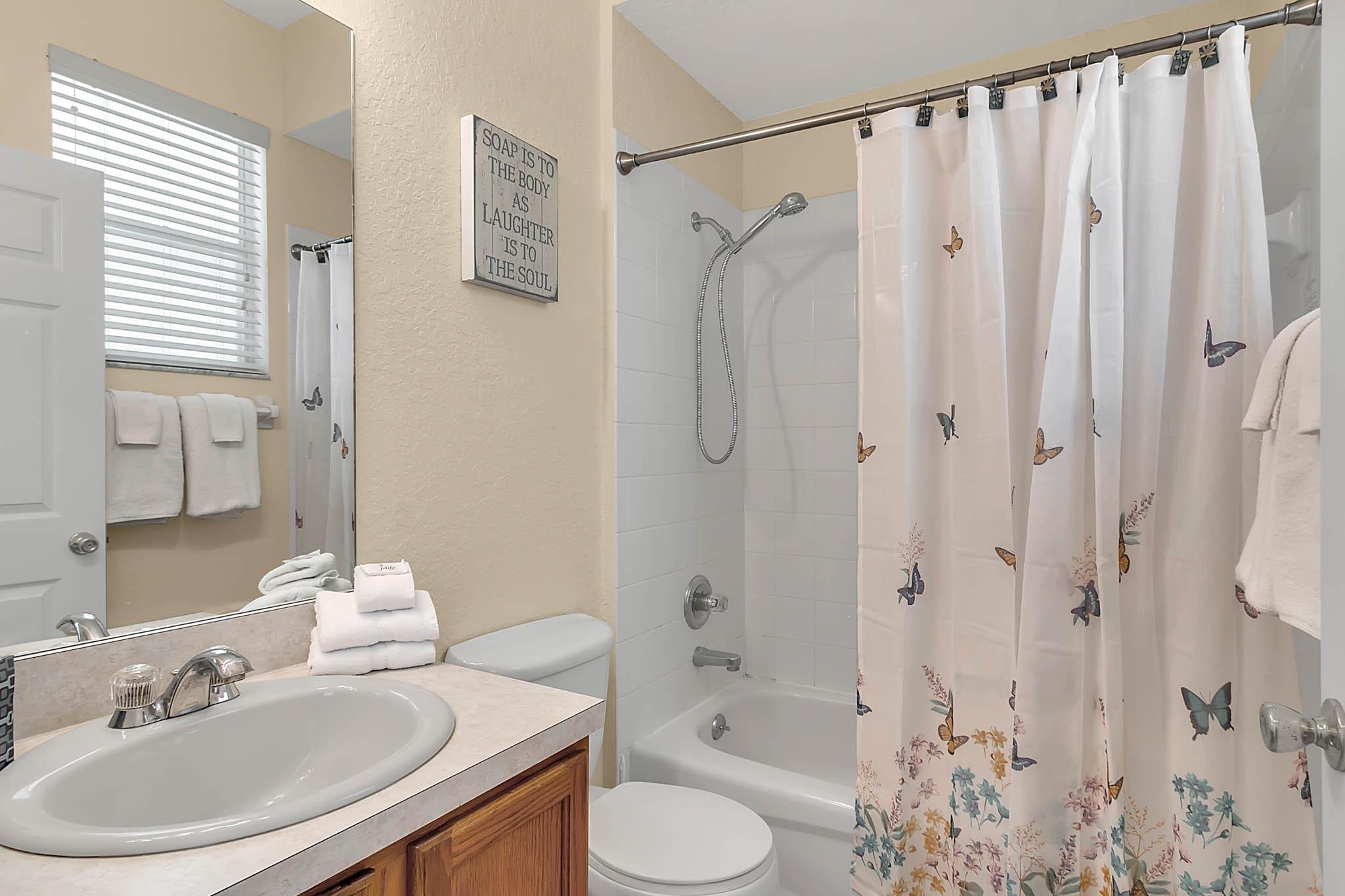 229-N-Hampton-Dr--Davenport--FL-33897----27---Bathroom.jpg