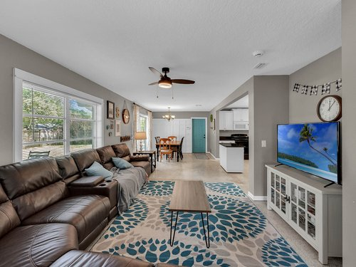 5700-Eggleston-Ave--Orlando--FL-32810----05---Family-Room.jpg
