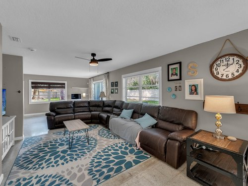 5700-Eggleston-Ave--Orlando--FL-32810----07---Family-Room.jpg