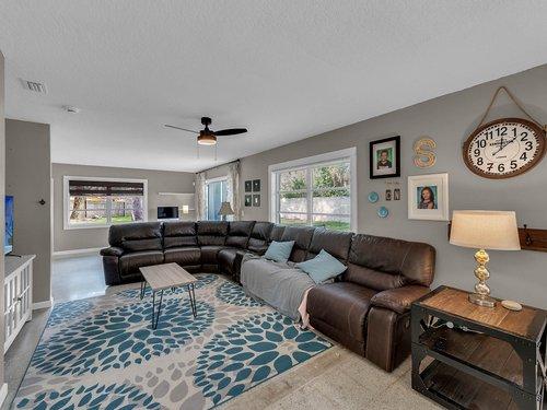 5700-Eggleston-Ave--Orlando--FL-32810----07---Family-Room.jpg
