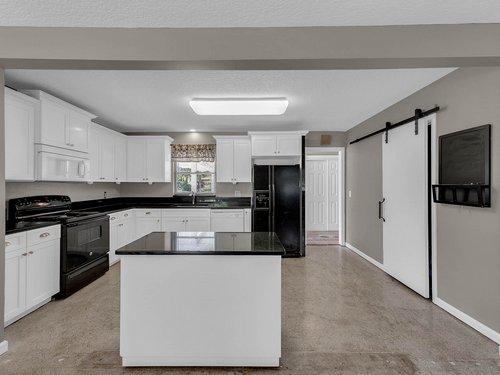 5700-Eggleston-Ave--Orlando--FL-32810----12---Kitchen.jpg