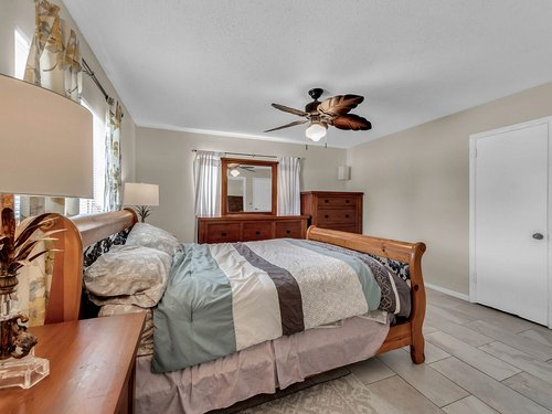 5700-Eggleston-Ave--Orlando--FL-32810----18---Master-Bedroom.jpg