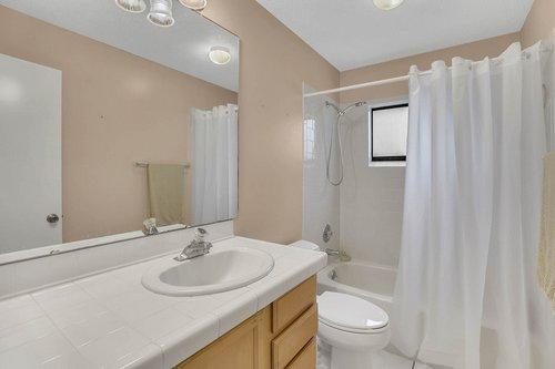 15002-Redcliff-Dr.-Tampa--FL-33625--15--Main-Bath.jpg