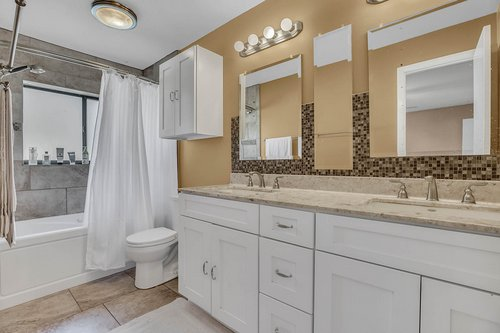 15002-Redcliff-Dr.-Tampa--FL-33625--20--Owner-s-Bath.jpg