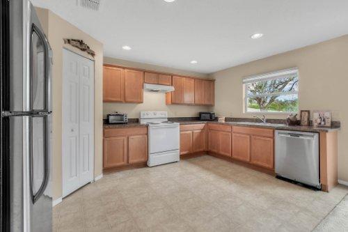 2956-Breezy-Meadow-Rd--Apopka--FL-32712----15---Kitchen.jpg
