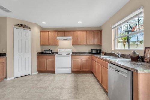 2956-Breezy-Meadow-Rd--Apopka--FL-32712----16---Kitchen.jpg