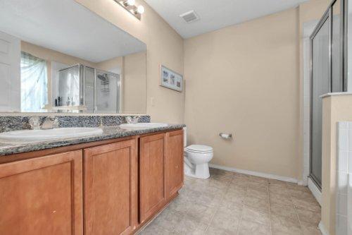 2956-Breezy-Meadow-Rd--Apopka--FL-32712----18---Master-Bathroom.jpg