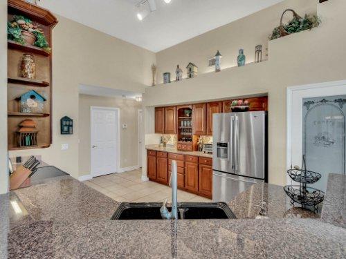 1151-Arbor-Glen-Cir--Winter-Springs--FL----22---Kitchen.jpg