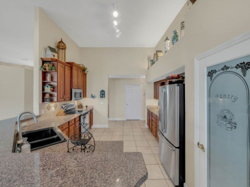 1151-Arbor-Glen-Cir--Winter-Springs--FL----23---Kitchen.jpg