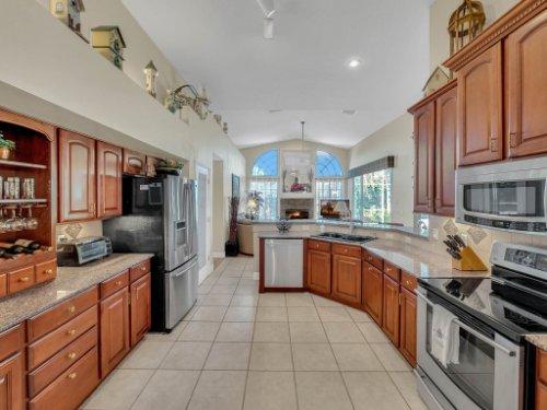 1151-Arbor-Glen-Cir--Winter-Springs--FL----24---Kitchen.jpg