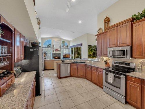 1151-Arbor-Glen-Cir--Winter-Springs--FL----25---Kitchen.jpg