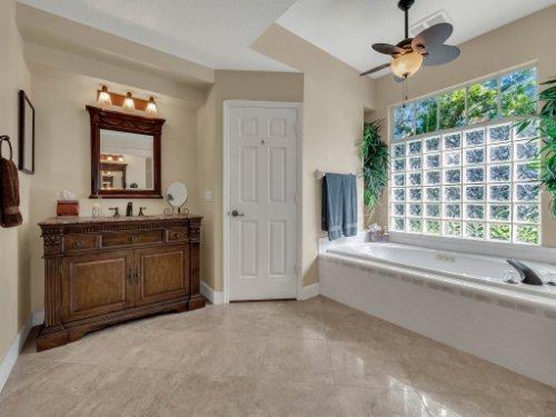 1151-Arbor-Glen-Cir--Winter-Springs--FL----36---Master-Bathroom.jpg