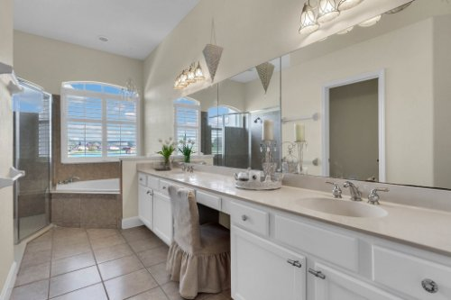 13025-Lake-Roper-Ct--Windermere--FL-34786----Shoot-2---09---Master-Bathroom.jpg