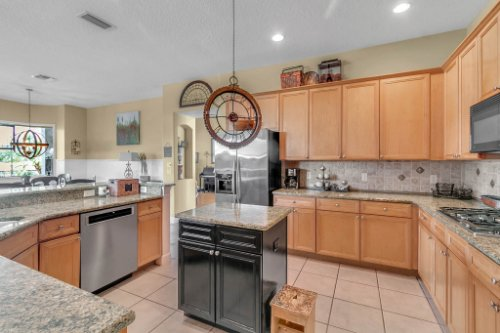 13025-Lake-Roper-Ct--Windermere--FL-34786---12---Kitchen.jpg