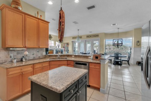 13025-Lake-Roper-Ct--Windermere--FL-34786---13---Kitchen.jpg