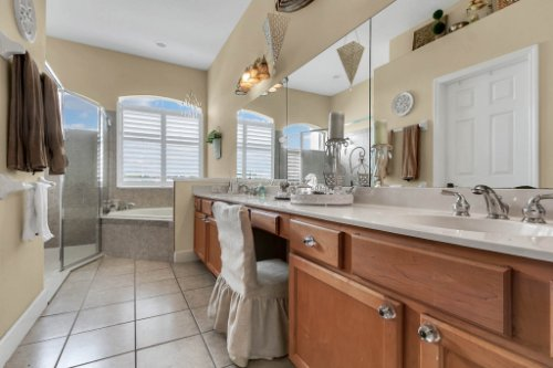 13025-Lake-Roper-Ct--Windermere--FL-34786---21---Master-Bathroom.jpg