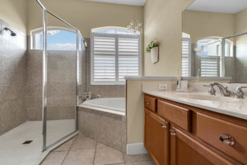 13025-Lake-Roper-Ct--Windermere--FL-34786---22---Master-Bathroom.jpg