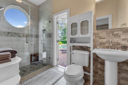 7014-Lake-Willis-Dr--Orlando--FL-32821----28---Bathroom.jpg