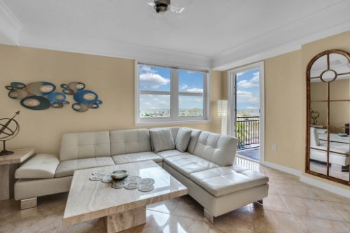 750-N-Tamiami-Trail-Unit-607-Sarasota--FL-34236--03--Living-Room-1---1.jpg