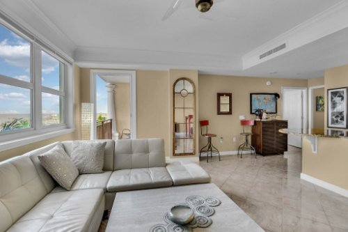750-N-Tamiami-Trail-Unit-607-Sarasota--FL-34236--12--Living-Room-1---4.jpg
