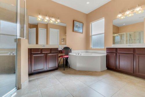 2252-Rickover-Pl--Winter-Garden--FL-34787----21---Master-Bathroom.jpg