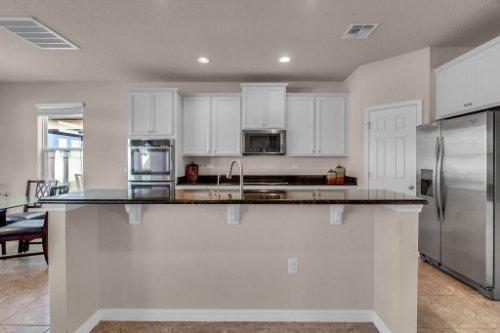 8793-Crescendo-Ave--Windermere--FL-34786---09---Kitchen.jpg