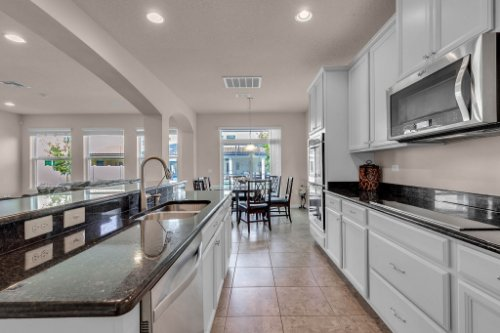 8793-Crescendo-Ave--Windermere--FL-34786---11---Kitchen.jpg
