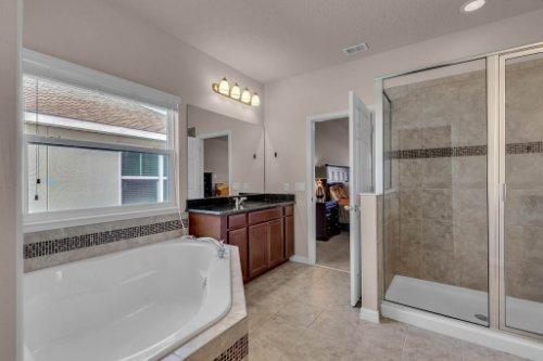 8793-Crescendo-Ave--Windermere--FL-34786---18---Master-Bathroom.jpg