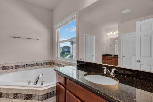 8793-Crescendo-Ave--Windermere--FL-34786---19---Master-Bathroom.jpg