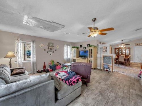 1035-10th-St--Osteen--FL-32764---06---Family-Room.jpg