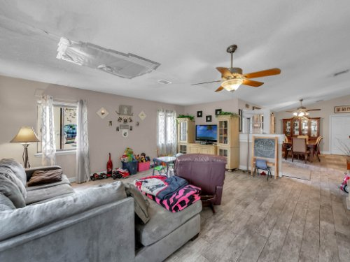 1035-10th-St--Osteen--FL-32764---06---Family-Room.jpg