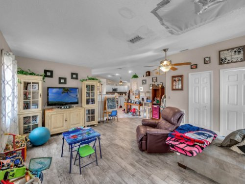 1035-10th-St--Osteen--FL-32764---07---Family-Room.jpg