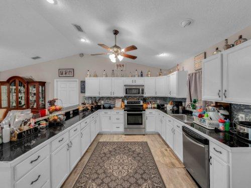 1035-10th-St--Osteen--FL-32764---10---Kitchen.jpg