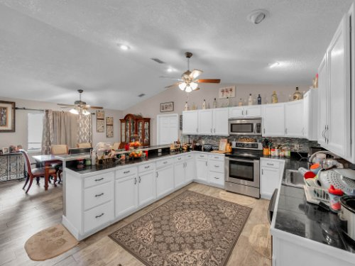 1035-10th-St--Osteen--FL-32764---11---Kitchen.jpg