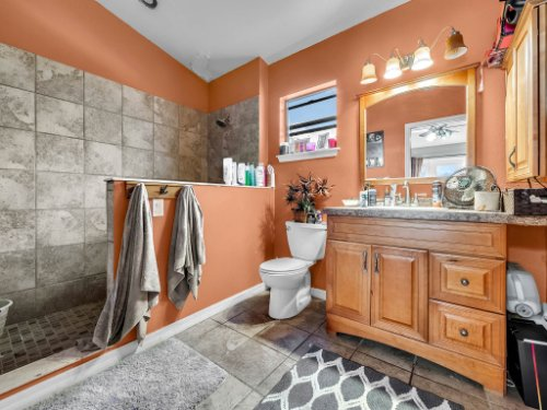 1035-10th-St--Osteen--FL-32764---16---Master-Bathroom.jpg