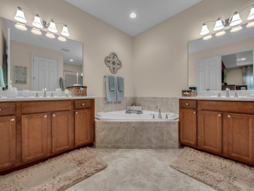 1794-Piedmont-Pl--Lake-Mary--FL-32746----14---Master-Bathroom.jpg