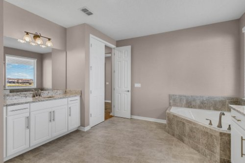 16166-Johns-Lake-Overlook-Dr--Winter-Garden--FL-34787----30---Master-Bathroom.jpg