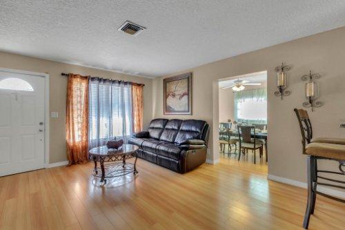 532-El-Dorado-Way--Casselberry--FL-32707----08---Family-Room.jpg