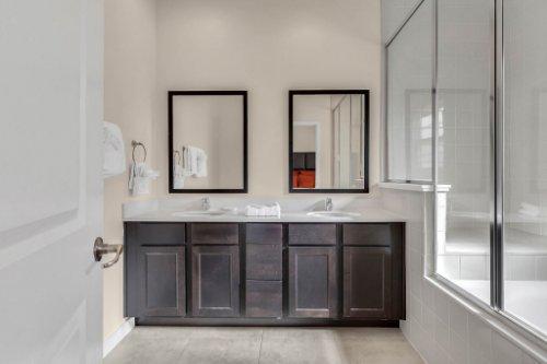 2679-Corvette-Ln--Kissimmee--FL-34746----16---Master-Bathroom.jpg