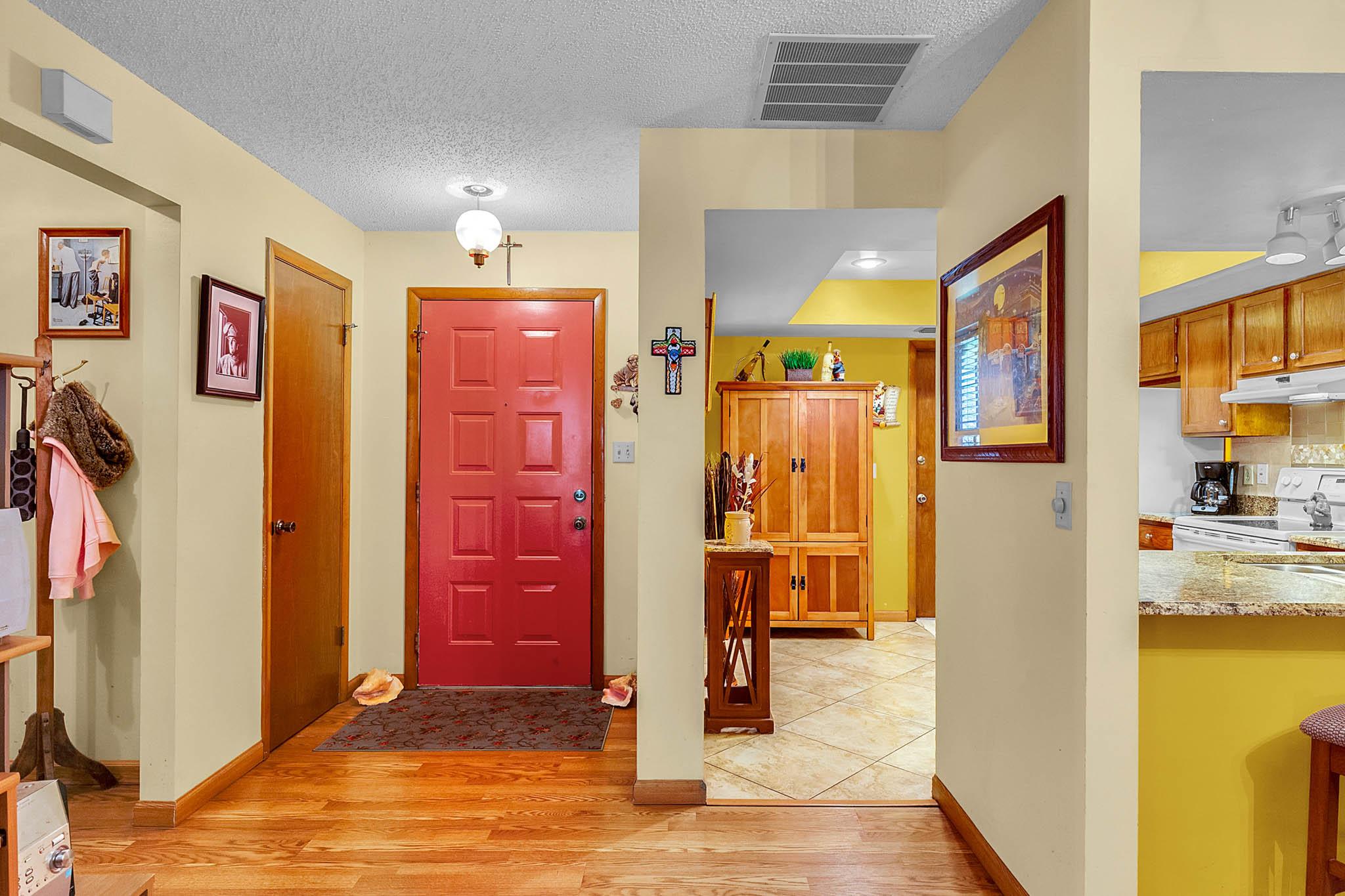 6812-Bonavista-Ct--Winter-Park--FL-32792----03---Foyer.jpg